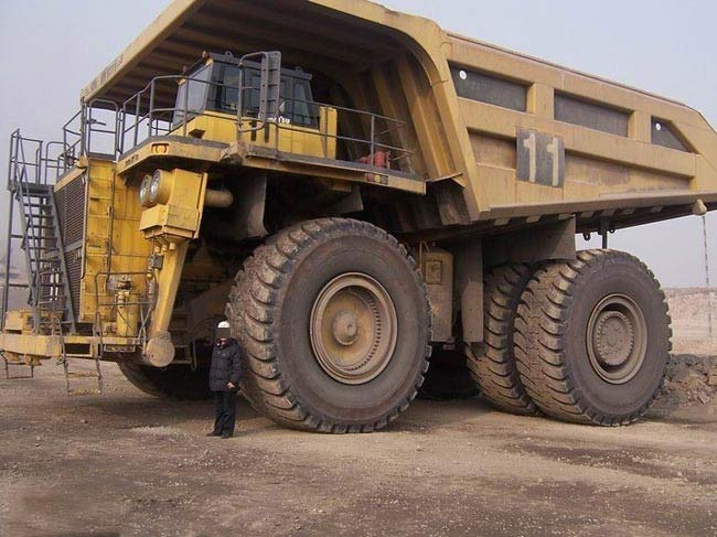 大型卡车价格_大型自卸卡车亮相我国煤矿 \矿山苦力\造价不菲_铁甲工程机械网